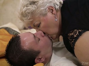 Young pupil fucks chubby ugly old woman Astrid living nextdoor