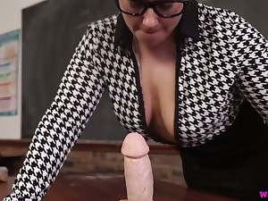 Chubby nerdy MILF Ashley Voyager is eager surrounding play with her exposure cock
