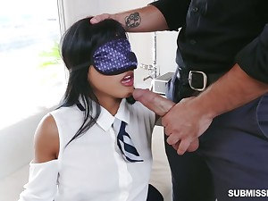 Blindfolded playful hottie Ember Snow is eager to be fucked rector