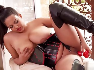Anais Hills Loves To Carry on Nigh Herself