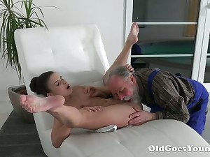 Lanate grey haired buddy eats fresh wet pussy of superb hottie