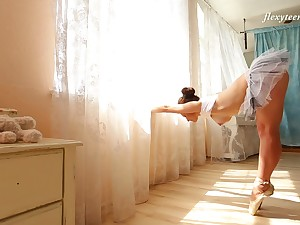 Sexy flexible ballerina Nino Belover and her really arousing solo simulate