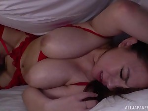 Oda Mako wears sexy white-hot lingerie and fucks with her lover