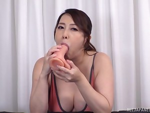 Japan mom shows really hot skills of sucking the dick