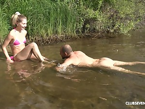 Horny blonde Mary Stir up adores inexact sex and a blowjob by along to river