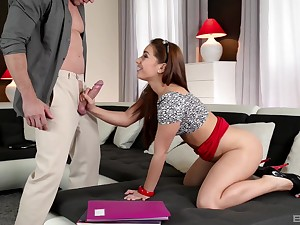 Teen tramp Jenny Glam knows how to please a yearn shaft