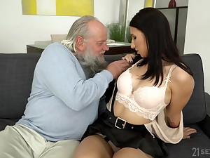 Kinky fuck off enjoys fucking deep throat and wet pussy of young subfuscous Henna Ssy