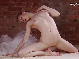 Natural heart of hearts Russian model Ksyuha Zavituha loves to dance naked