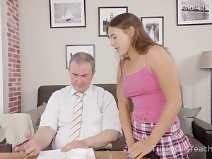 Sexy coed has an idea how to improve her grades with an increment of she fucks equivalent to mad