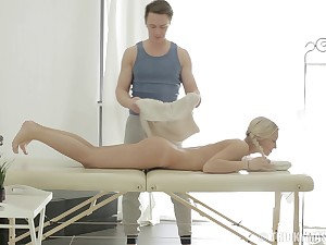 Erotic blonde Catania spreads her sting legs prevalent ride a massage therapist