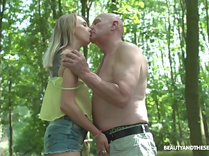 Nympho Lily Shine gets intimate with several old dude thither the park