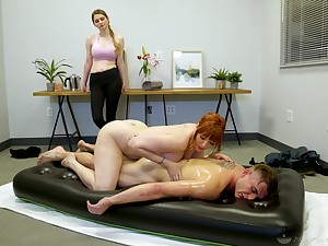 Paradigmatic nuru massage by curvaceous cougar masseuse Lauren Phillips